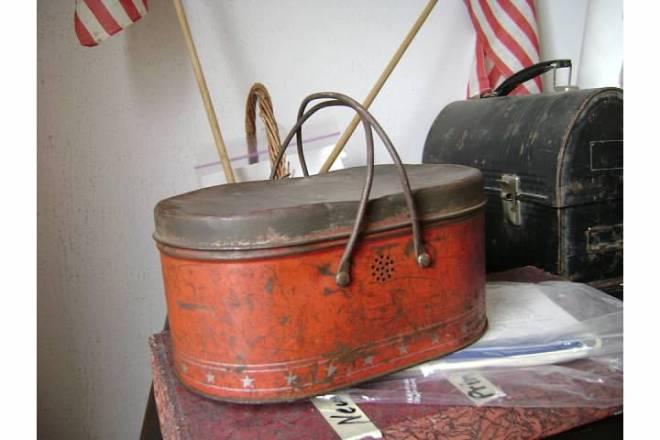 Orange oval lunchbox